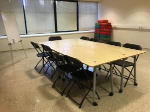 loovuse tuba tahvelarvuti ja kümnekohalise lauaga