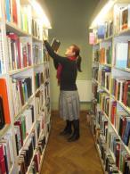 Sandra Oisalu paneb tagasi raamatut raamaturiiulisse