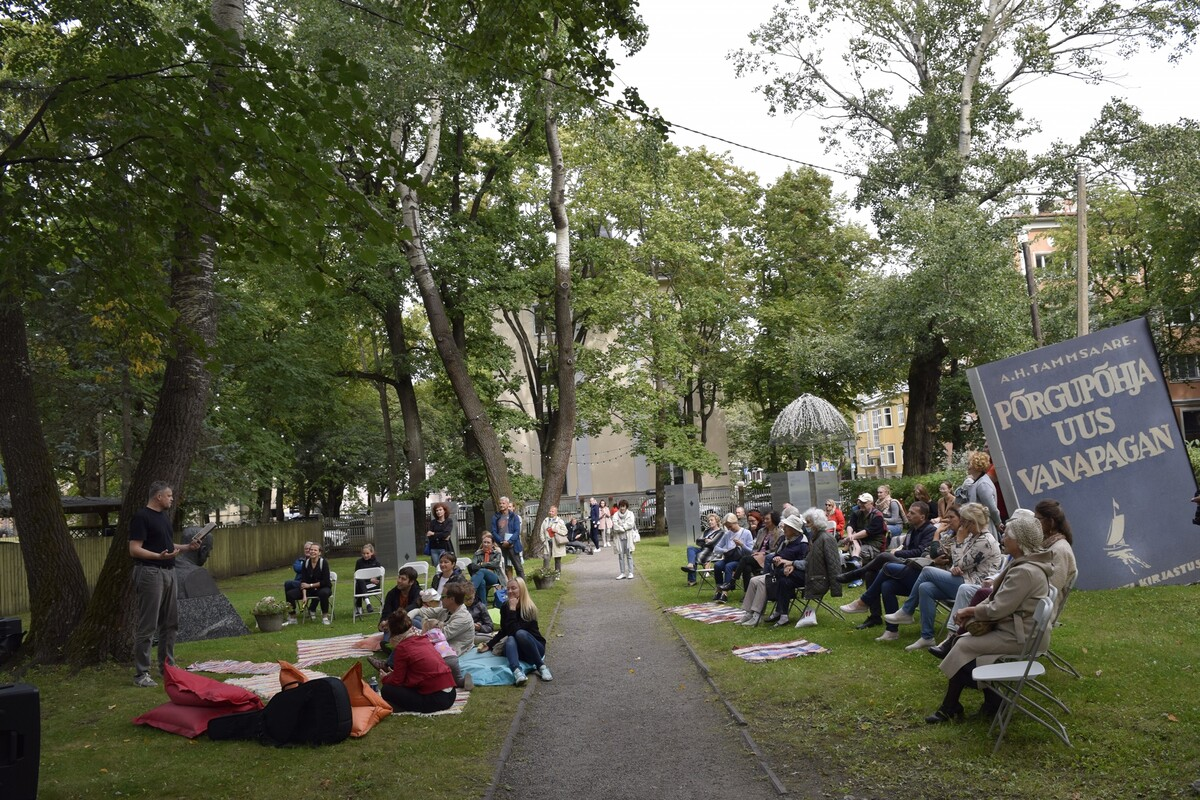 Kirjandustänava festival 2020. Kadrioru raamatukogu hoovis.